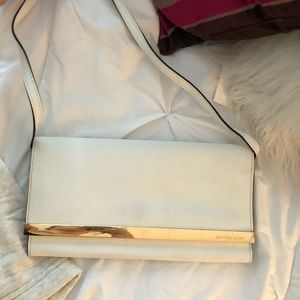 MICHAEL MICHAEL KORE WHITE AND GOLD CLUTCH